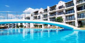Почивка в Свети Влас! 3, 5 или 7 нощувки в апартамент за до четирима, плюс басейн, чадър и шезлонг на плажа и паркинг