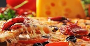 Свежа салата и хрупкава пица на пещ, по избор