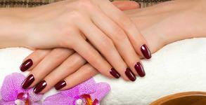 Маникюр с гел лак или поставяне на гел върху естествен нокът, плюс неограничен брой декорации, или педикюр