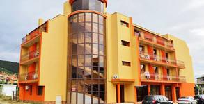 Семеен хотел Амигос**