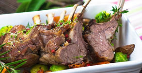 Великденско меню за консумация на място или за вкъщи! Печено агнешко месо, дроб сарма и пролетна салата