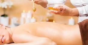 Меден детокс масаж на гръб или масаж на гръб, врат и кръст с масажно масло за мускули и стави