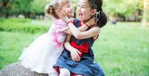 Семейна или детска фотосесия на открито с 30 обработени кадъра, плюс отпечатване на 10 кадъра