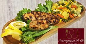 Котлет от сьомга на скара с букет от салати, или плато с хапки микс и 5 вида сос