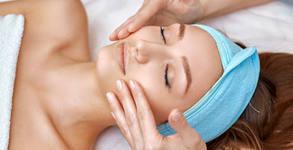 Подмладяваща терапия на лице, шия и деколте, плюс масаж с натурални масла от маслина и арган
