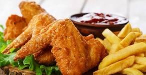 1310гр плато с пилешко и свинско месце на скара, пикантни картофки и чеснов сос