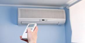 Есенна профилактика на климатик в дома или офиса, с дезинфекция на вътрешното тяло