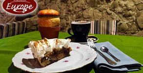 Парче торта Крокан, плюс кафе Лате или капучино