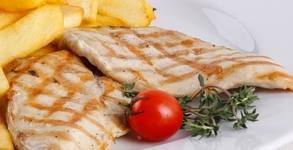 Зелена салата, пилешка пържола на скара и пържени картофки