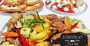 3.5кг меню за четирима - с безплатна доставка! Плата с месо, гарнитура и салати, плюс 4 гръцки хлебчета