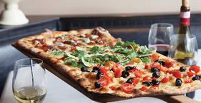 """Фамилна италианска пица """"Романа на метър"""", плюс Кока-кола и специален сос - с безплатна доставка"""