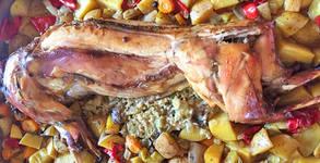 Великденско меню за вкъщи! Печено агнешко или пълнен заек, плюс агнешка дроб сарма