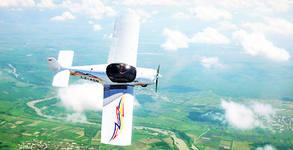 Полет със самолет за до трима - с инструктор и възможност за управление и видеозаснемане