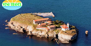 Екскурзия до Созопол, Замъка в Равадиново, Бургас, о-в Света Анастасия и Акве Калиде! Нощувка със закуска и транспорт