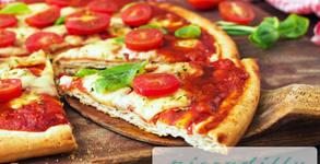 Пица Аморе с доматен сос, луканка, кашкавал, топено сирене и кисели краставички