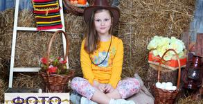 Детска пролетна фотосесия в студио с 10 обработени кадъра, плюс отпечатване на 10 снимки