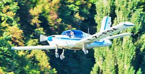 Полет с четириместен самолет за до трима - с инструктор и възможност за управление и видеозаснемане