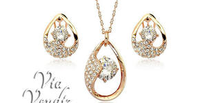 "Комплект бижута ""Нежна"" - колие и обеци с 18К златно покритие и австрийски кристали"