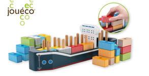 """Зарадвай малчугана за празниците! Дървена дидактическа играчка Jouéco """"Товарен кораб"""""""