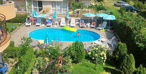Цяло лято в Лозенец! 3 нощувки със закуски и вечери за двама или трима, плюс ползване на басейн - на 60м от плажа