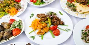 Празничен куверт с меню от салата, предястие, основно ястие и десерт, по избор