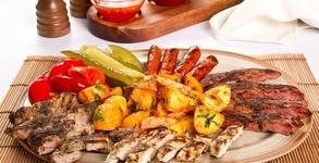 1.31кг плато с пилешки крилца, бекон, пилешки флейки, картофени ноазети и чесново сосче