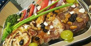 1.26кг здравословно меню с био продукти - за дома или офиса! Пилешко, свинско и телешко месце на плоча, салата, песто и дресинг