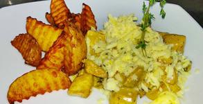 Пилешки късчета Сити Хаус - със сметанов сос, кашкавал и домашни селски картофки