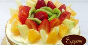 Плодова пита от сезонни плодове с 8 - 10 парчета, с крем ванилия и прясно изпечен пандишпан