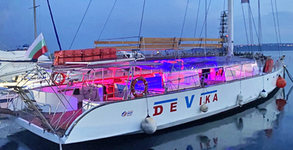 Ветроходна яхта Девика