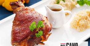 1350гр вкусно хапване! Печен свински джолан, мариновани пилешки пържолки и печени картофки по селски