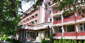 Почивка край Костенец! 3 нощувки с 2 закуски, 2 обяда и 2 вечери, плюс минерален басейн