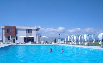 Вход за цял ден ползване на басейн, чадър и шезлонг, от басейн Север-Юг, Гара Елин Пелин