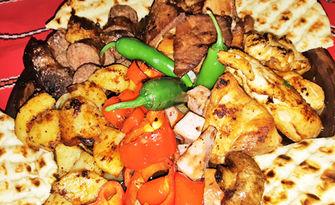 1.8кг Мераклийски сач с телешко, свинско и пилешко месце, зеленчуци и пърленка, от Механа Гнездото