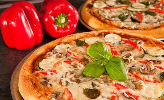 Вкусно хапване! Салата и малка пица, по избор, от Пицария Ragazzi