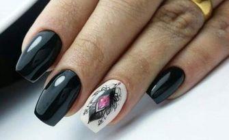 За красиви ръце и крачета! Маникюр с гел лак и 2 декорации или апаратен педикюр с гел лак, от Nina`Nails