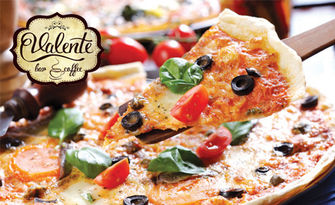 Свежа салата и хрупкава пица, по избор, от Valente Bar Coffee