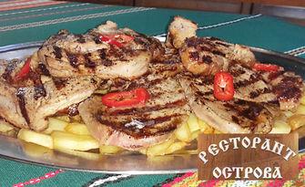 2кг апетитно хапване! Свински вратни пържолки, плюс пържени картофки, от Комплекс Острова