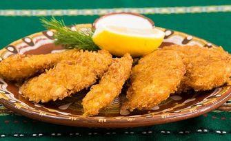 Хрупкави пилешки хапки, сос, картофки и пърленка, или Гурмански ушипци и Урнабес, от Ресторант Златна скара