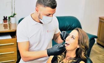 Почистване на зъбен камък с ултразвук и полиране с Air Flow, плюс обстоен преглед и лечебен план, от Кабинет iDent