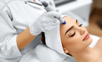 Грижа за лице! Дълбоко почистване, безиглена мезотерапия, RF лифтинг или диамантено дермабразио, от Silk Skin Beauty Center