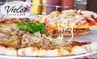 Хрупкаво и вкусно! 700гр пица Изкушение, от Violet Caffe Bar