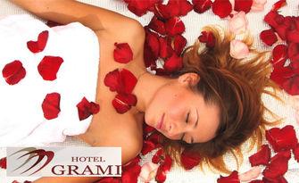 """135 минути релакс! SPA ритуал """"Кралица Роза"""" - пилинг и лимфодренажен масаж на цяло тяло, плюс джакузи и парна баня"""