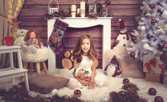 Семейна коледна фотосесия в студио, с 20 обработени кадъра, от VanKa Photography