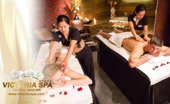 Азиатска екзотика за двама - тайландски масаж за него, балийски масаж за нея и романтично джакузи с шампанско и 2 плодови салати