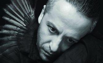 """Моноспектакълът на Мариус Куркински """"Черното пиле"""" - на 10 Септември, в Парк Военна академия"""
