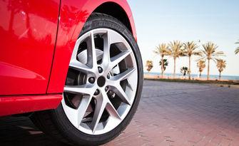 Смяна на 2 броя гуми на лек автомобил, от Автоцентър Торнадо