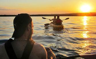 2.5 часа вечерен тур с каяк по залез слънце от Равда до Стария град на Несебър, плюс видеозаснемане и почерпка, от Sea Kayaking
