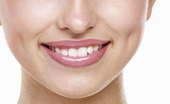 Kабинетно избелване на зъби, плюс почистване на зъбен камък с ултразвук и полиране с Air Flow, от Дентална клиника Оптимум