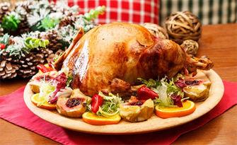 За трапезата на Коледа и Нова година! Печена пълнена пуйка, с гарнитура печени картофки с розмарин и масълце - около 6кг, от Вашата кухня
